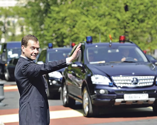 Дорогие машины для российских чиновников