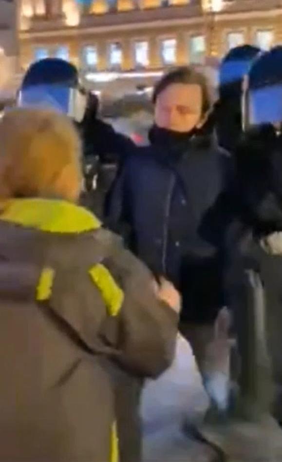 Питерский полицай ударил женщину